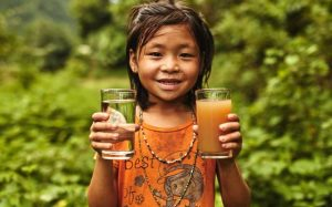 Dona acqua potabile