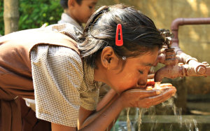 Acqua potabile in India con i regali solidali di Compassion Italia