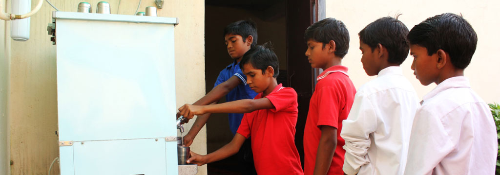 Acqua potabile per i bambini in India