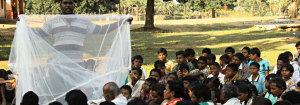 Dimostrazione utilizzo zanzariere in India